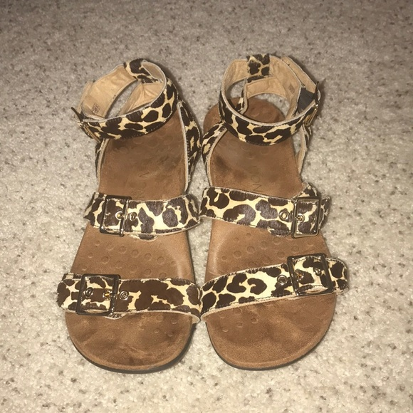 db024e09b6e5 Vionic leopard sandals. M 5a9a158d3800c5dbfc75a6e5